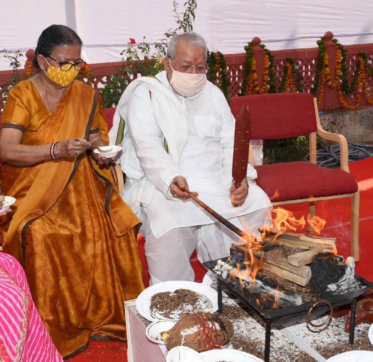 राज्यपाल कलराज मिश्र ने नवरात्रि में दुर्गा सप्तशती और रामायण का पाठ किया पूजा, अर्चना और हवन कर प्रदेश की खुशहाली की कामना की