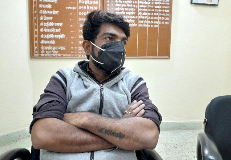 अवैध वसूली की शिकायत पर खान विभाग के फोरमैन और चालक को दबोचा
