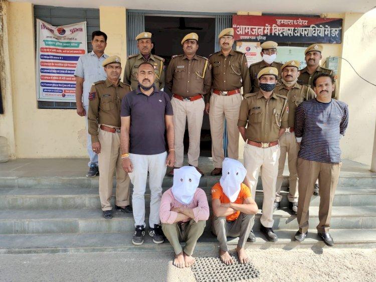 गांव वालों ने अभियुक्त पकड़कर दिया, पुलिस ने खुद की शाबाशी के लिए दूसरी कहानी रची