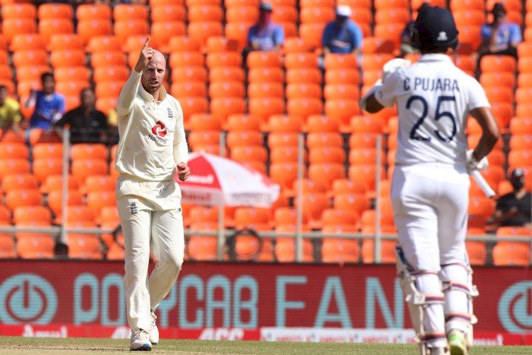 अहमदाबाद के मोदी स्टेडियम में चल रहे टेस्ट मैच के दूसरे दिन लंच तक भारत ने 4 विकेट के नुकसान पर बनाए 80 रन