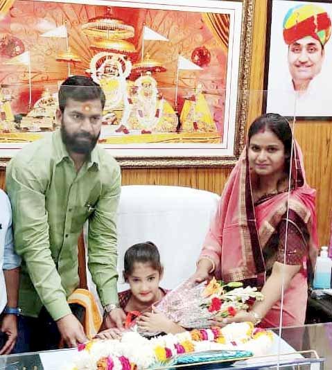 हैरिटेज मेयर मुनेश गुर्जर ने महिला दिवस पर 7 साल की बच्ची को बनाया मेयर
