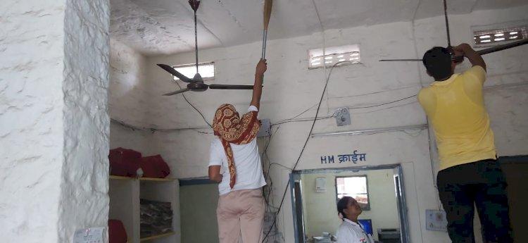 अब पुलिस संडे को लगाएगी झाडू, हथियारों की होगी सफाई, पाली पुलिस अधीक्षक ने शुरू किया नवाचार
