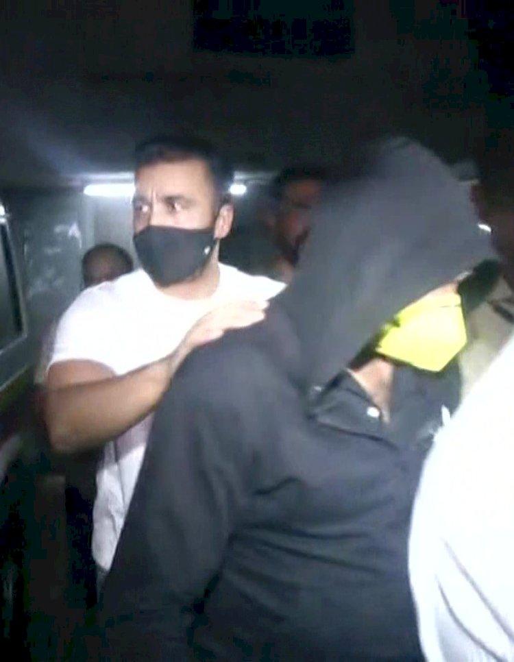 बॉलीवुड अदाकारा शिल्पा शेट्टी के पति राज कुंद्रा पोर्न फिल्म बनाने और सर्कुलेट करने के मामले में गिरफ्तार
